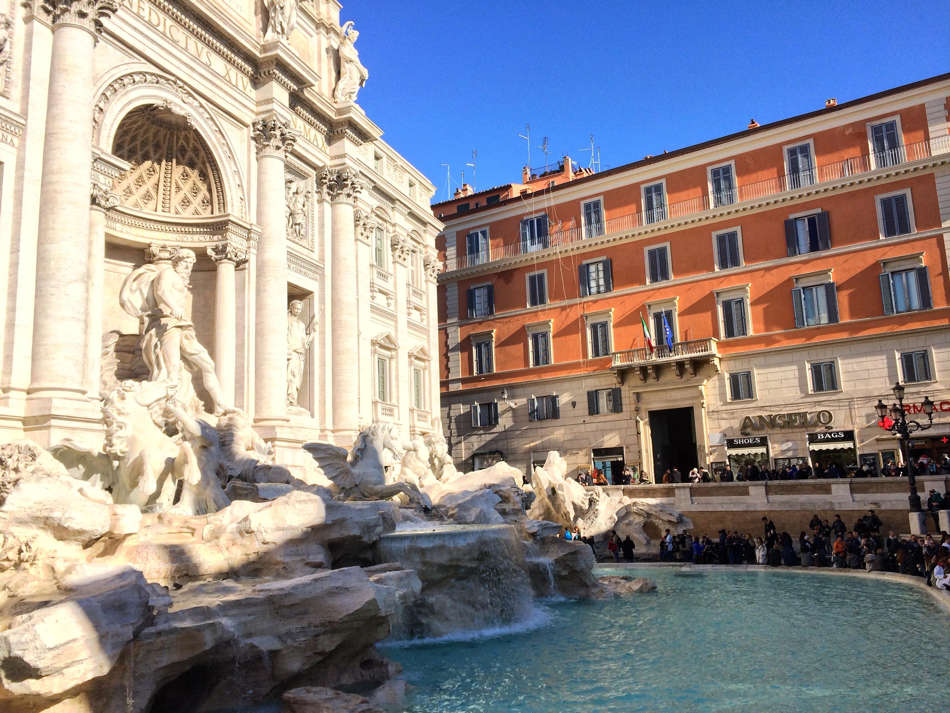 rome-fontaine-de-trevi-piazza